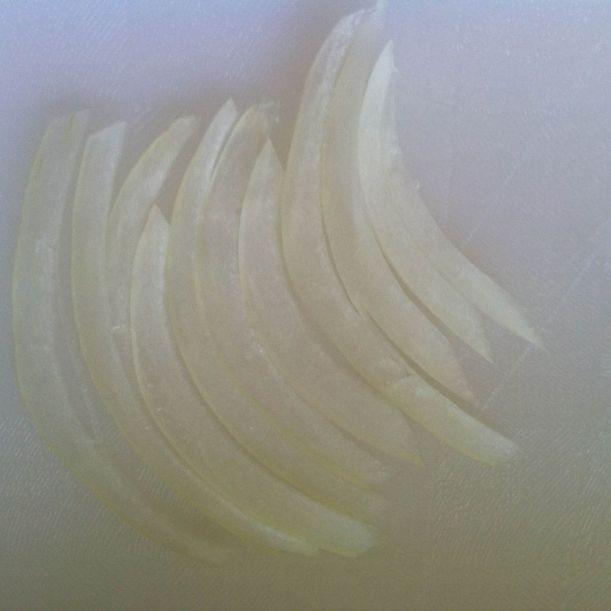 Lyonnaise cut onions 3